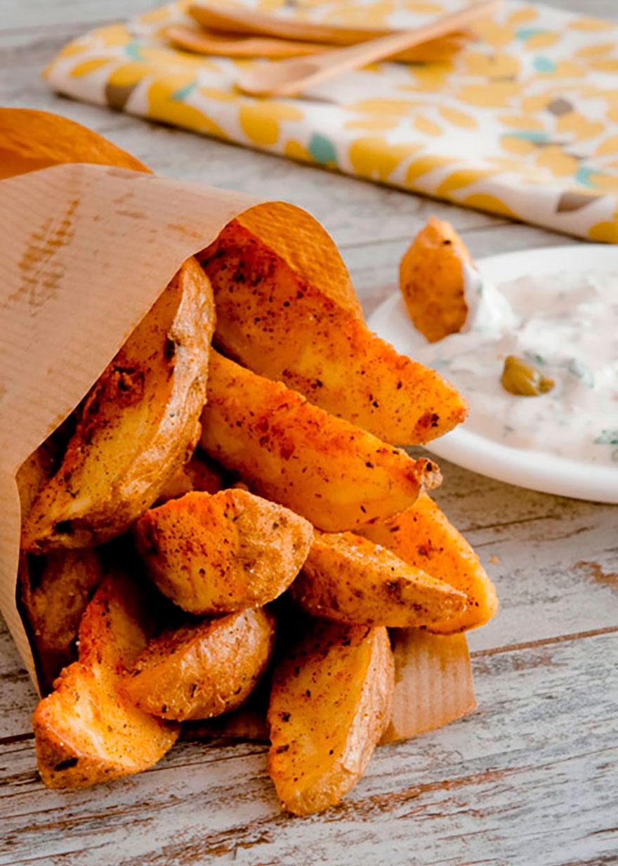 Kartoffelspalten mit Sauce Tartare