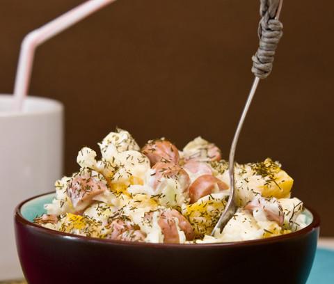 Krautsalat mit Würstchen und Joghurt