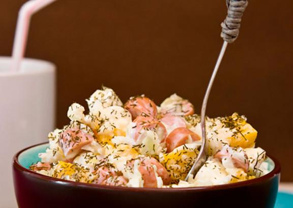 Krautsalat mit Würstchen